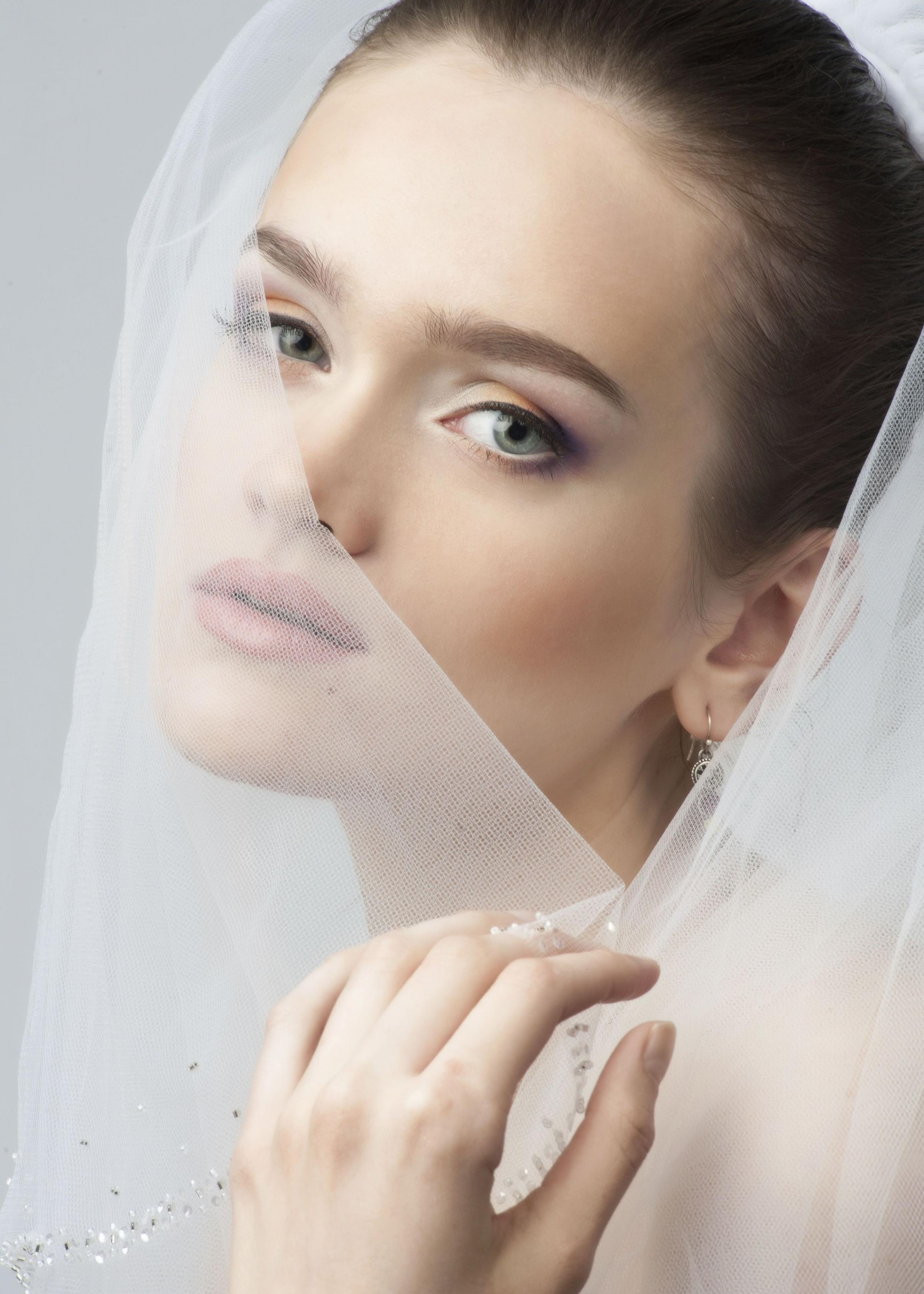 Look perfect on your special day - hair and make-up tips